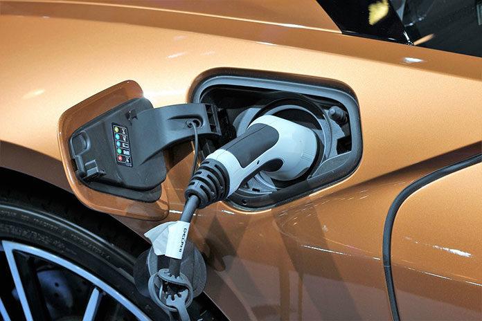 Mazda zapowiada wprowadzenie na rynek swojego pierwszego samochodu elektrycznego w 2020 roku